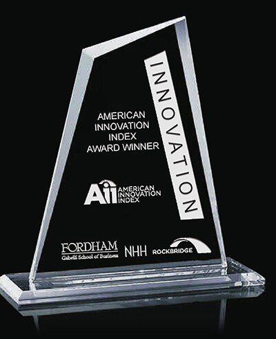 Приз Aii Innovation award на черном фоне